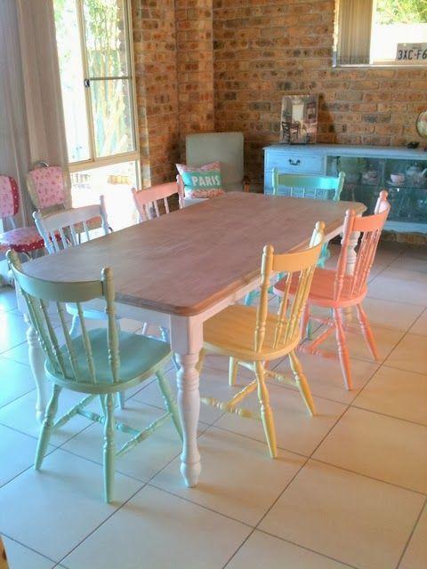 pastelowe krzesła